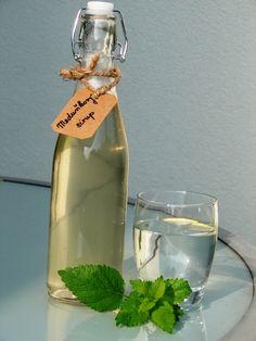 Zážitky jedné rodinky...: Meduňkový sirup Korn, Marmalade, Spices, Water Bottle, Food And Drink, Drinks, Recipes, Syrup, Lemonade