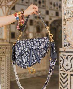 Choosing The Perfect Handbag That's Suitable For All Season - Best Fashion Tips Gucci, Fendi, Burberry, Dior Saddle Bag, Saddle Bags, Cute Handbags, Purses And Handbags, Replica Handbags, Luxury Bags