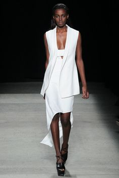 Narciso Rodriguez Fall 2015 Ready-to-Wear Collection Photos - Vogue Fashion Week, Runway Fashion, High Fashion, Fashion Show, Fashion Design, Fashion Trends, Fall Wedding Dresses, Ready To Wear, Autumn Fashion