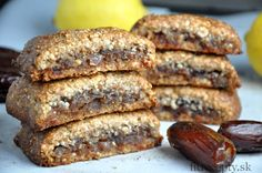 Mandľové jednohubky s datlovou plnkou - almond flour, coconut oil, honey, vanilla, dates, lemon