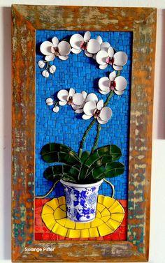 Mosaic dog by Solange Piffer Mosaic Crafts, Mosaic Projects, Art Projects, Mosaic Glass, Mosaic Tiles, Glass Art, Tiling, Mosaic Flowers, Ceramic Flowers