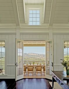 Homes with Inspiring Views - Living Vintage Houses Architecture, Architecture Details, Interior Architecture, Country Farmhouse, Modern Farmhouse, Wine Country, Farmhouse Interior, Country Living, Coastal Living