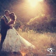 Esküvői fotózás Wedding Pins, Wedding Photos, Photo Ideas, Concert, Marriage Pictures, Shots Ideas, Concerts, Wedding Photography, Wedding Pictures