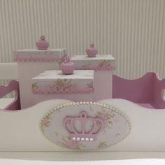 Kit com coroas rosa e strass #coroas #strass #kithigiene #bebe #baby #tecidofloral
