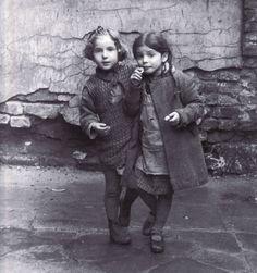 Roman Vishniac Young Jewish Girls, Warsaw, 1935 <3