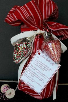 Neighbor Gift for Christmas A fabulous simple mason jar neighbor gift idea for Christmas. Sugar cookie mix with free printable.A fabulous simple mason jar neighbor gift idea for Christmas. Sugar cookie mix with free printable. Inexpensive Christmas Gifts, Neighbor Christmas Gifts, Neighbor Gifts, Homemade Christmas Gifts, Christmas Goodies, Christmas Time, Christmas Ideas, Christmas Island, Christmas Quotes