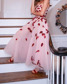 Look: Oscar de La Renta Princess Dress - Most Expensive Luxury Brands Oscar Dresses, Grad Dresses, Dress Outfits, Fashion Dresses, Elegant Dresses, Pretty Dresses, Beautiful Dresses, Formal Dresses, Couture Mode