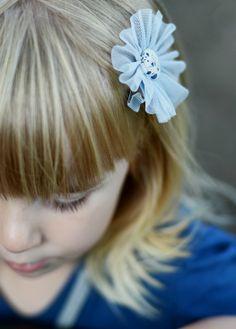 http://www.kidsfinest.nl/accessories/speldje-blauw-grijs-tule-bloem-1-stuk/