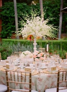 Garden weddings are very popular in spring and summer, and so are garden bridal showers. Gathering with girls in some cozy garden, enjoying sunlight and summer aromas, eating delicious food and drinking tea (garden bridal tea parties are hot!)