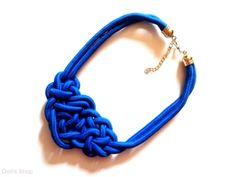 Kék zsinór nyaklánc