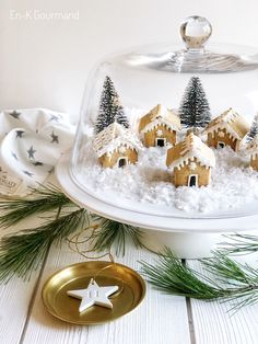 How to display your mini gingerbread Christmas houses for your afternoon coffee