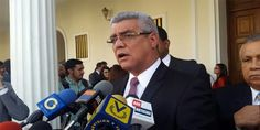 <p>El Diputado ante la Asamblea Nacional, Alfonso Marquina, aseguró que Venezuela evitará entrar en default sólo si ocurre un cambio de gobierno, donde se restituya el orden constitucional y se cumplan las leyes.</p>