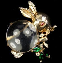 TRIFARI 'Alfred Philippe' Sterling Munching Lucite 'Jelly Belly' Rabbit Pin