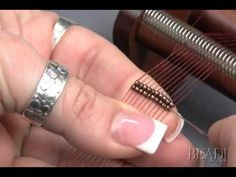 how to string the warp threads and stitch on a loom.  #Seed #Bead #Tutorials