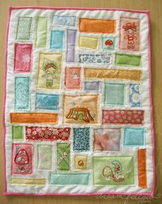 Our Doodle Stitch Along is coming to a close, here's what I made with all my motifs! It's a mini ticker tape quilt. Diy Sewing Projects, Quilting Projects, Sewing Ideas, Felt Projects, Small Quilts, Mini Quilts, Baby Quilts, Miniature Quilts, Fabric Scraps