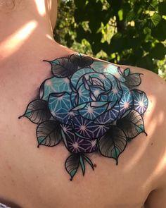 more roses please Make Tattoo, I Tattoo, Rose Tattoos, Flower Tattoos, Geometric Mandala, Geometric Patterns, Dallas Tattoo, Tatuaje Old School, Fusion Ink