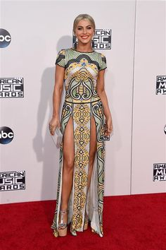 Julianne Hough arrives at the American Music Awards at the Microsoft Theater in Los Angeles on Nov. 22, 2015.