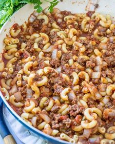 Easy Grandma's Goulash recipe This American Goulash is pure comfort food made all in one pot. Made with simple ingredients: ground beef, canned tomatoes and macaroni. Grandma's Goulash Recipe, Easy Goulash Recipes, Meat Recipes, Cooking Recipes, Healthy Recipes, Recipies, Goulash Soup, Dinner Recipes, Fodmap Recipes