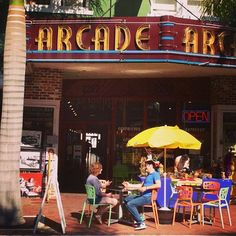 There's a vibrant sidewalk culture in Downtown Fort Myers | by @hayden213, Statigram
