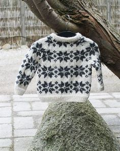 baby strik sweater med stjerner strikkekit Knitting For Kids, Baby Knitting, Crochet Baby, Knit Crochet, Fair Isle Knitting Patterns, Baby Sweaters, Knit Sweaters, Baby Time, Baby Crafts