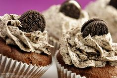 I thought I'd upload the recipe we used for the OREO Cookie Cupcakes on the show for those of you who either don't understand Greek or didn. Gourmet Cupcakes, Oreo Cookie Cupcakes, Cookie Frosting, Chocolate Cupcakes, Köstliche Desserts, Delicious Desserts, Mini Oreo, Food Obsession, Let Them Eat Cake