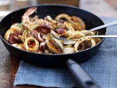 Reispfanne mit Meeresfrüchten (Paella)   http://eatsmarter.de/rezepte/reispfanne-mit-meeresfruechten-paella