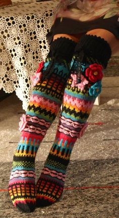Ankortit: Hosiery there - socks here Knitting Socks, Hand Knitting, Knitting Patterns, Crochet Patterns, Crochet Slippers, Knit Crochet, Bed Socks, Funky Socks, Crochet Clothes