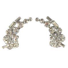 Vintage fan shaped crystal clip on 1950s Juliana style earrings. Vintage bridal earrings. Alternative bridal earrings.