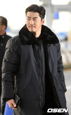 Korean Celebrities, Korean Actors, Netflix, One Sided Love, Korean Drama, South Korea, Dramas, Singing, Raincoat