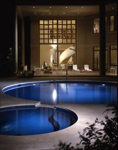 Необычные дизайны для крытых и открытых бассейнов фото дня