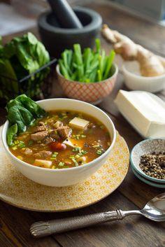 На выходных разбирал фотографии с моей поездки в Корею и, вдохновлённый воспоминаниями, решил рассказать про один интересный сычуанский острый суп. Он подкупает �…