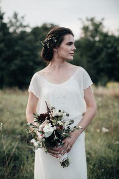 Un mariage simple et rustique en Hongrie - A découvrir sur le blog mariage www.lamarieeauxpiedsnus.com - Photos : Pinewood Weddings - la mariee aux pieds nus
