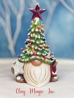 Christmas Tree Hat, Christmas Tree Painting, Christmas Crafts, Christmas Decorations, Christmas Ornaments, Ceramic Christmas Trees, Merry Christmas, Xmas, Winter Torte