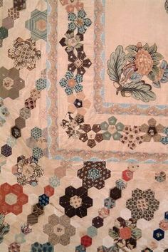 pieced and applique bedcover with central square section with applique printed cotton motifs of pair Big Block Quilts, Old Quilts, Antique Quilts, Barn Quilts, Vintage Quilts, Hexagon Patchwork, Hexagon Quilt, Paper Quilt, Paper Piecing