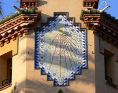 Reloj de sol en Salou, Tarragona, España.