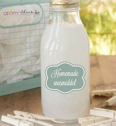 Maak je eigen wasmiddel snel, goedkoop en eenvoudig met dit recept met marseille… Quickly, cheaply and easily make your own laundry detergent with this recipe using Marseille soap or soap flakes. Here's how to make your own laundry detergent. House Cleaning Tips, Green Cleaning, Cleaning Hacks, Marseille Soap, Young Living Oils, Natural Cleaning Products, Diy Products, Green Life, Laundry Detergent