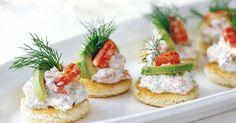 Server de flotte krebsebidder som en eksklusiv snack eller let forret.