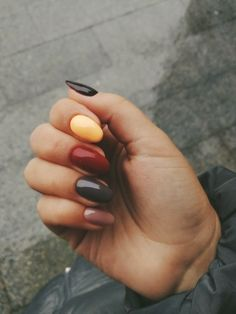 Autumn Nails These creative nails artists are changing the way we look at nail a… - Nageldesign Aycrlic Nails, Nail Manicure, Love Nails, How To Do Nails, Manicures, Pretty Nails, Hair And Nails, Nagellack Trends, Fall Nail Designs