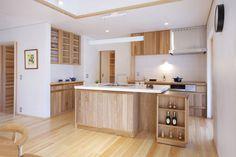 日本のお家にピッタリなデザイン。コンパクトながらも、使い勝手は抜群です。木材を使用することにより、キッチンも優しい印象に。