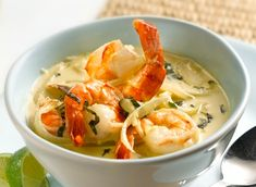 Green curry shrimp with basil, deceptively spicy Basil Recipes, Seafood Recipes, Soup Recipes, Vegetarian Recipes, Healthy Recipes, Thai Shrimp Curry, Shrimp Soup, Seafood Dinner, Fish And Seafood