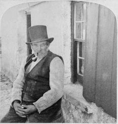 A Galway man in vest and hat is seen smoking a pipe in the year 1900 Old Irish, Irish Men, Old Pictures, Old Photos, Vintage Photos, Irish Costumes, Images Of Ireland, Irish People, American Photo