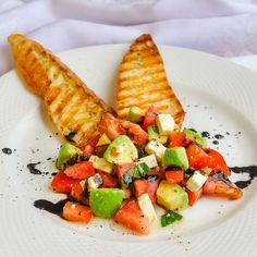 A simple, light fresh and delicious appetizer course, hors d'oeuvre, or even a light lunch. The post Tomato Avocado Feta Crostini appeared first on Rock Recipes. Light Appetizers, Yummy Appetizers, Appetizer Party, Appetizer Recipes, Feta, Cooking Courses, Popular Recipes, Popular Food, Clean Eating Snacks