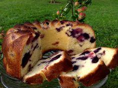 Topfkuchen mit Buttermilch, Blaubeeren und Himbeeren. Ein einfach und schnell zubereiteter Topfkuchen, herrlich fruchtig und über mehrere Tage frisch.