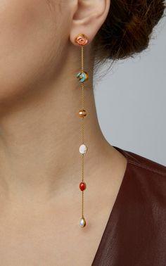 Pink Feather Earrings by Ranjana Khan Ear Jewelry, Jewelery, Jewelry Accessories, Fashion Accessories, Fashion Jewelry, Jewelry Design, Funky Earrings, Gold Earrings, Lobe