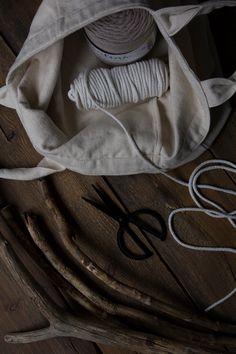 Kaarnan katveessa: Kuvalliset ohjeet: makramee seinävaate Diy And Crafts, Creative, Challenges, Tattoos, Macrame Patterns, Projects, Irezumi, Tattoo, Tattoo Illustration