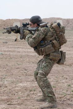 US Army Special Forces training in Afghanistan. It is not uncommon to see SF soldiers wearing personal headwear, beards, and unbloused trousers to distinguish themselves. Military Police, Military Weapons, Military Art, Army, Tactical Equipment, Tactical Gear, Airsoft, Military Special Forces, Plate Carrier