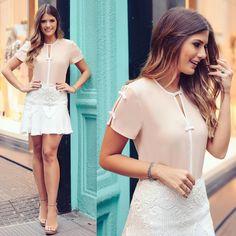 Bom dia!! De @donnaritzoficial para começar o dia! ☀️ Saia com renda maravilhosa e blusa de lacinhos!