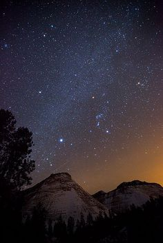 Orion and the Milky Way over the snowy Checkerboard Mesa in Zion National Park, Utah. Fresh-Magness this is what it looks like! Zion National Park, National Parks, Beautiful World, Beautiful Places, Star Photography, Night Photography, To Infinity And Beyond, Big Sky, Science And Nature
