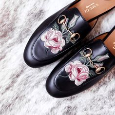 f4641e110e71da Favorite Gucci flats to get around the city in!  arianalauren  fashionborn   gucci