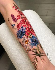 Best Pastel Color Flower Tattoos For Girls - Shake that bacon tattoo color Colorful Flower Tattoo, Flower Tattoo Designs, Flower Tattoos, Flower Bouquet Tattoo, Flower Tattoo Sleeves, Dahlia Tattoo, Colorful Sleeve Tattoos, Pastel Tattoo, Cherry Tattoos